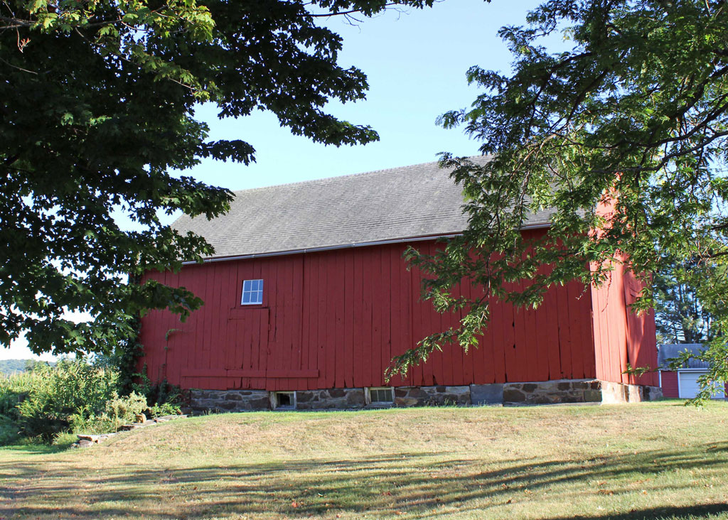 Meetinghouse Hill Barn North